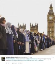【海外発!Breaking News】英・テロ現場に追悼のムスリム女性集結 「私たちにも心はあります」