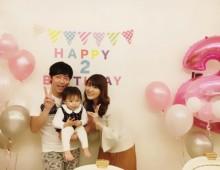 【エンタがビタミン♪】東貴博・安めぐみ夫妻、愛娘の2歳誕生日を祝う プレゼントは真っ白なピアノ