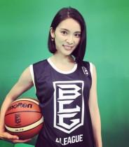 """【エンタがビタミン♪】秋元才加の""""B.LEAGUE""""スタイルに「美人過ぎるバスケ選手?」"""