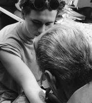 【イタすぎるセレブ達】ブルックリン・ベッカム、ついにタトゥーデビュー 父の姿に憧れて