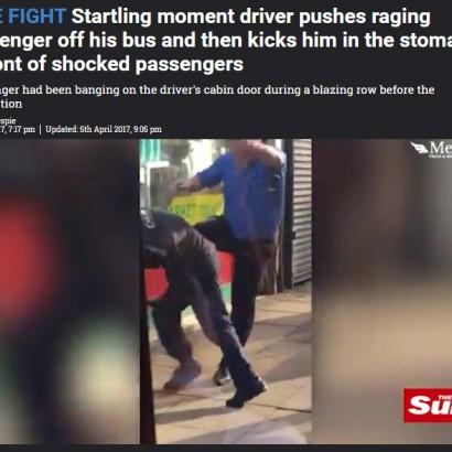 【海外発!Breaking News】バス運転手が乱暴な乗客を引きずり下ろして激しく暴行 動画も流出!(英)