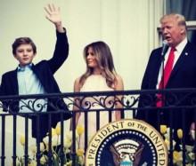 """【イタすぎるセレブ達】トランプ大統領、メラニア夫人に睨まれる 国歌が流れる中""""ある事""""を忘れて"""