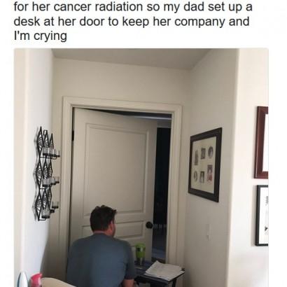 【海外発!Breaking News】がん治療中の母をドアの外から優しく見守る父、娘は涙(米)