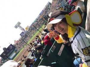 甲子園で阪神タイガースを応援する山本彩(出典:https://www.instagram.com/sayaka__714)