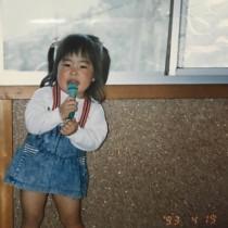 【エンタがビタミン♪】ゆりやんレトリィバァ、2歳の写真を公開 実はモーニング娘。を目指していた