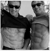 【イタすぎるセレブ達】シルヴェスター・スタローン70歳、見事な腹筋を披露