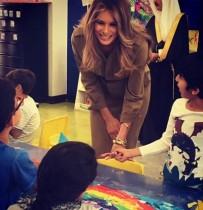 【イタすぎるセレブ達】メラニア夫人、トランプ大統領が差し出した手をまたも拒否<動画あり>