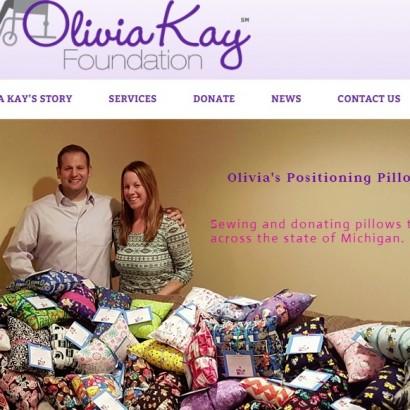 【海外発!Breaking News】手作り枕が4000個以上! 病気の子供たちに届け続ける夫妻(米)