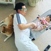 """【エンタがビタミン♪】タカトシ・タカ 愛犬&2か月長女との""""ほっこり""""3ショット"""