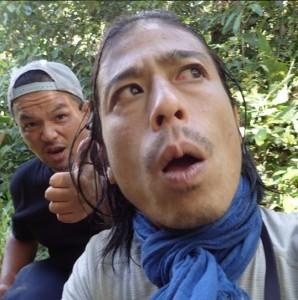 """以前、巨大カタツムリ・クンクンの体液を顔に塗った""""友寄D""""(出典:https://www.instagram.com/chikyu_buzoku)"""
