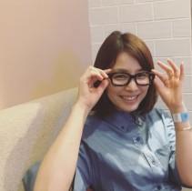 """【エンタがビタミン♪】石田ゆり子、スガシカオの眼鏡をかけて""""超絶可愛い""""メガネ女子に"""