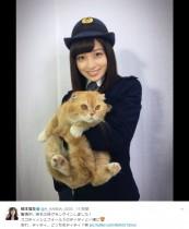 """【エンタがビタミン♪】橋本環奈""""動物マニア女子""""な巡査っぷり 猫を抱く姿に「彼女が婦警さんで使っていい?」"""
