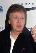 """【イタすぎるセレブ達】「ポール・マッカートニーに顔を殴られた」 エディ・ヴェダーが過去の""""珍事""""明かす"""