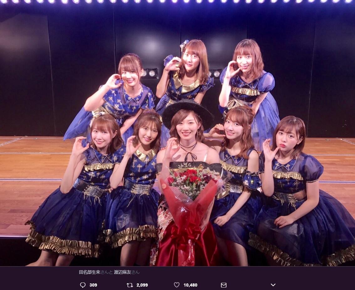 田名部生来 卒業公演に集まった初代チームBメンバー(画像は『柏木由紀 2017年6月26日付Twitter「たなみんおつかれさまでした」』のスクリーンショット)