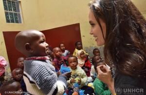 【イタすぎるセレブ達・番外編】アンジェリーナ・ジョリーがケニアを訪問 性的暴行被害者らの現状訴える