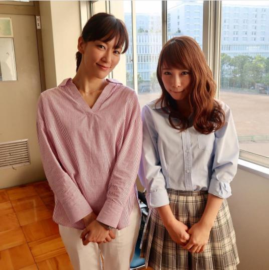 水川あさみと川栄李奈(画像は『火9ドラマ「僕たちがやりました」公式 2017年6月5日付Instagram』のスクリーンショット)