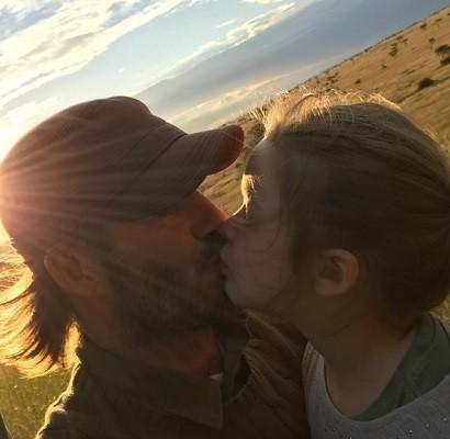 """【イタすぎるセレブ達】デヴィッド・ベッカムが""""5歳娘とキス"""" アリかナシかで物議"""