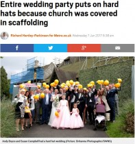 【海外発!Breaking News】結婚式で参列者一同がヘルメット片手に記念撮影 教会の修繕工事で(英)