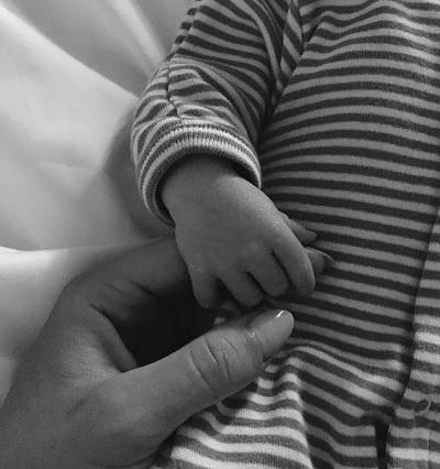 可愛い男の子が誕生(画像は『Rosie HW 2017年6月28日付Instagram「Our little man arrived! Jack Oscar Statham - 8.8lbs on Saturday June 24th.」』のスクリーンショット)