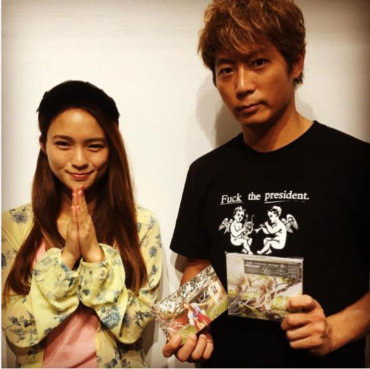 Leolaと黒木啓司(画像は『黒木啓司 2017年6月28日付Instagram「@leola_official #leolaちゃんも新曲でました」』のスクリーンショット)
