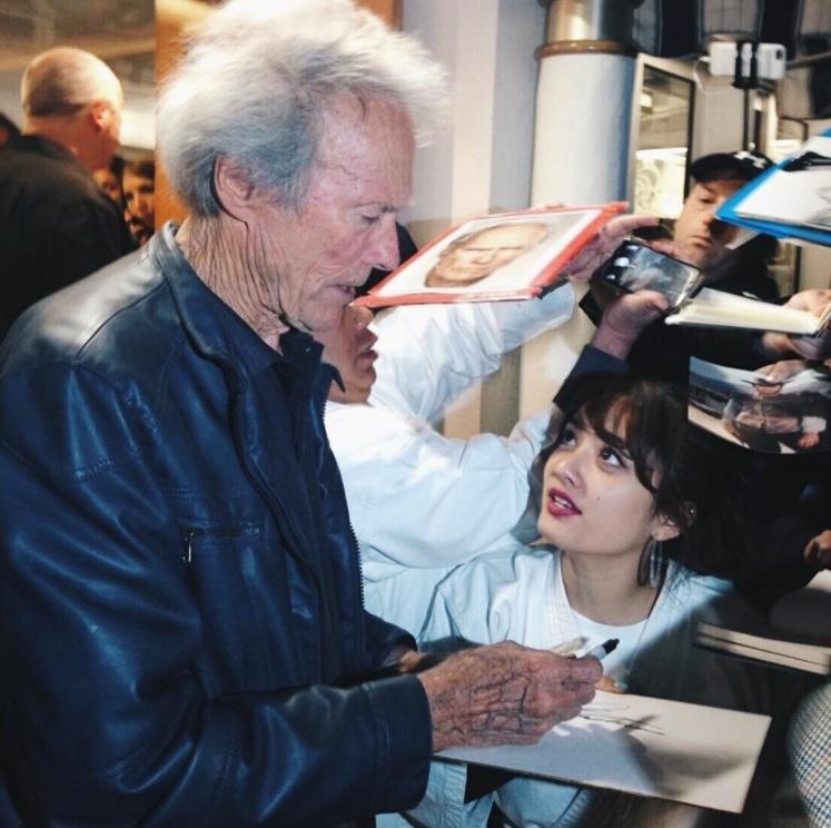 「thank you Clint Eastwood 」と谷まりあ(画像は『谷まりあ 2017年6月12日付Instagram「チビなりに頑張ったまりあさんでした」』のスクリーンショット)