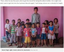 【海外発!Breaking News】ギネス記録に5歳で認定されたインドの少年、8歳になり身長198センチに