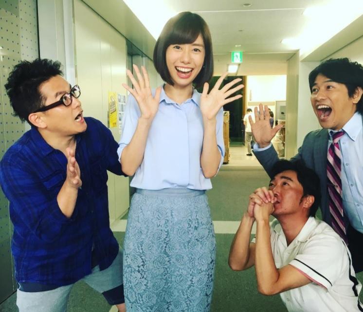 山崎夕貴アナを囲んで(画像は『一敬 小沢 2017年6月26日付Instagram「今日も山崎さんは元気です!!」』のスクリーンショット)