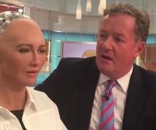 【イタすぎるセレブ達】ピアーズ・モーガン、超リアルな人間型ロボットに絶句<動画あり>