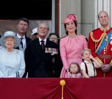 【イタすぎるセレブ達】ジョージ王子&シャーロット王女、行事での愛らしい姿に英国中が熱狂