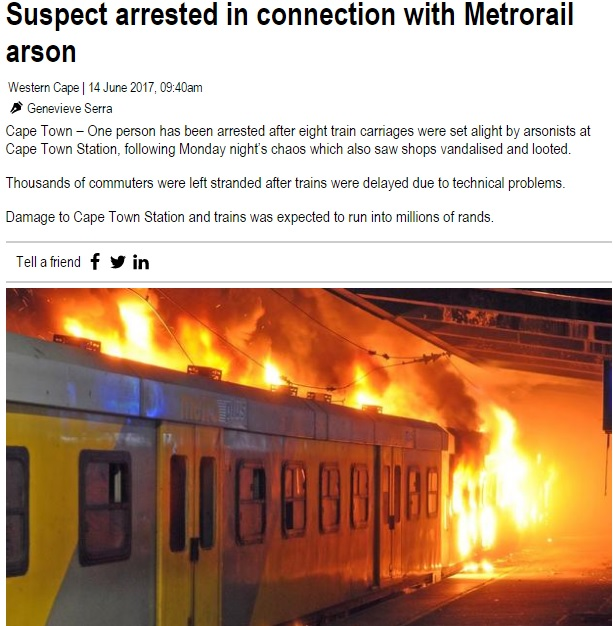 放火された列車(画像は『IOL News 2017年6月14日付「Suspect arrested in connection with Metrorail arson」(Picture: Leon Knipe)』のスクリーンショット)