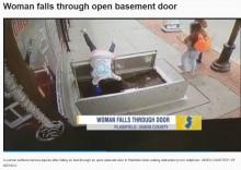 【海外発!Breaking News】歩きスマホの女性、気づかずガス管工事中の穴に転落<動画あり>(米)