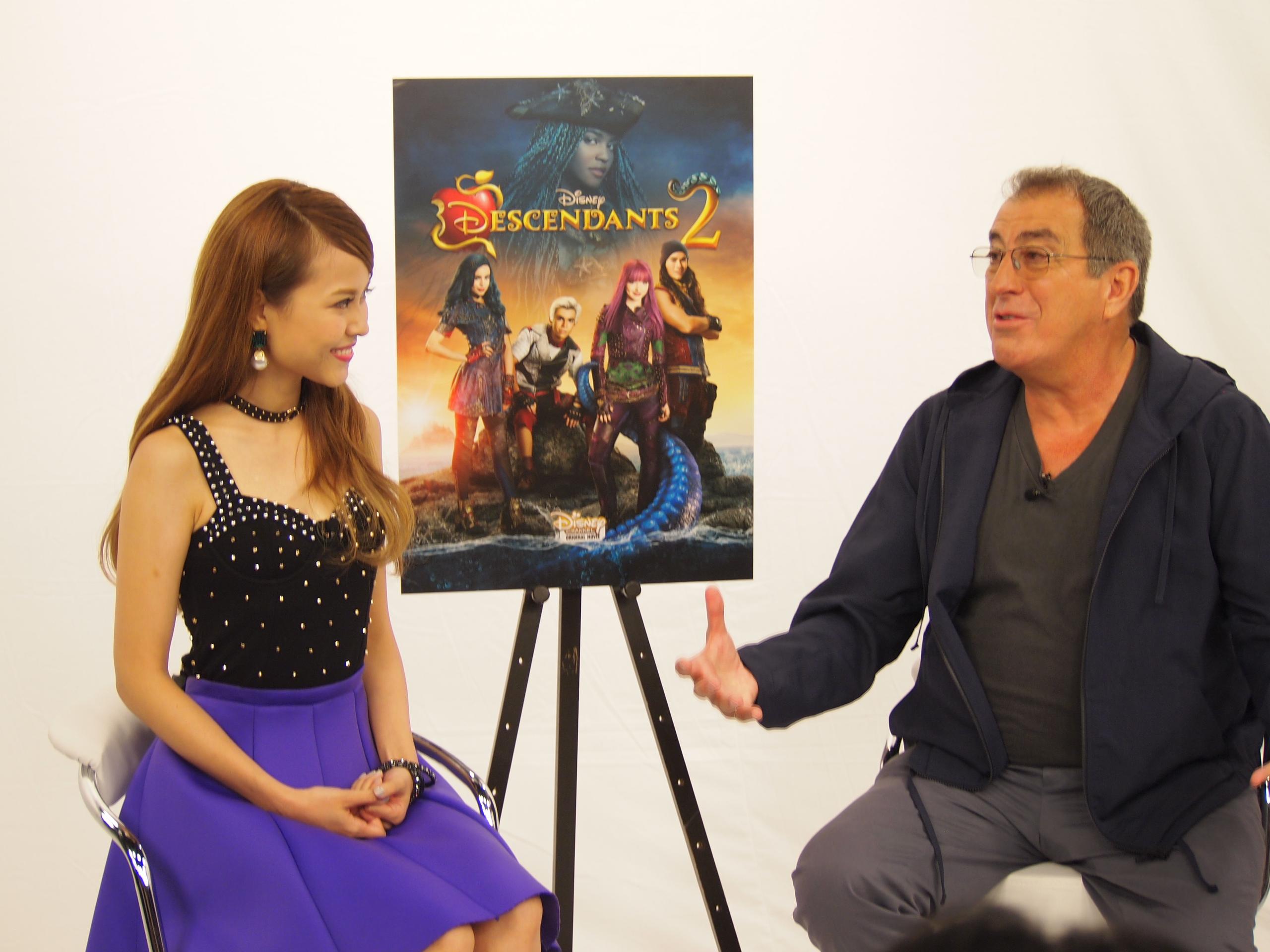 囲み取材時にトークするMiracle Vell Magicとケニー・オルテガ監督