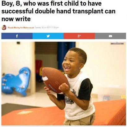 【海外発!Breaking News】両手の移植手術が成功した8歳少年、ボール遊びに夢中(米)