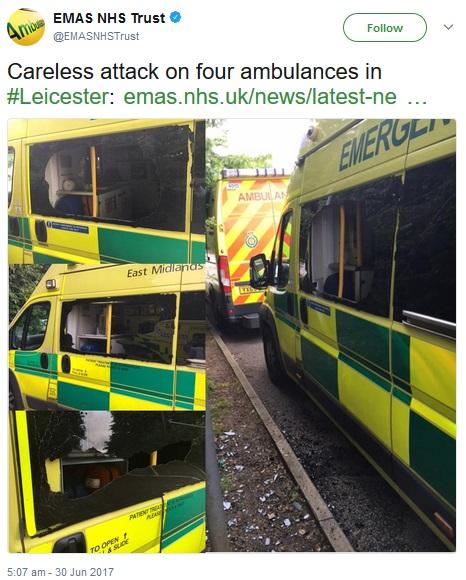 破壊された救急車(画像は『EMAS NHS Trust 2017年6月30日付Twitter「Careless attack on four ambulances in #Leicester」』のスクリーンショット)