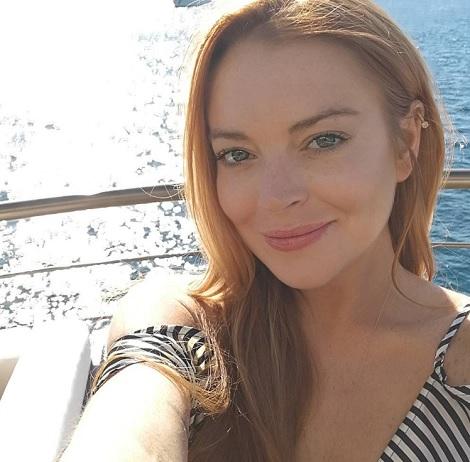 リンジー「大統領を虐めないで!」(画像は『Lindsay Lohan 2017年5月22日付Instagram「#cannes #chakra #blessed #LohanJewelry @ssh_maritime」』のスクリーンショット)
