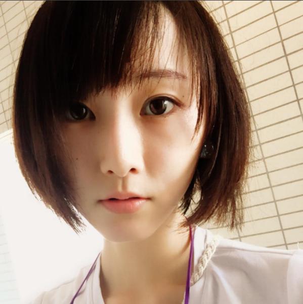 松井玲奈が七夕の日にサービスショット(画像は『松井玲奈 2017年7月7日付Instagram「顔の写真がないので久々に。」』のスクリーンショット)
