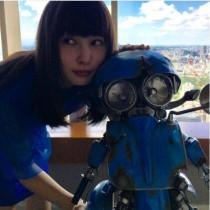 【エンタがビタミン♪】桜井日奈子 『トランスフォーマー』のスクィークスとお揃いカラーで2ショット
