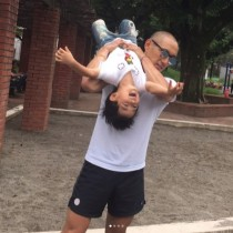 【エンタがビタミン♪】市川海老蔵「普通の生活が嬉しい」 いつもの公園で子供たちと遊ぶ夏休み