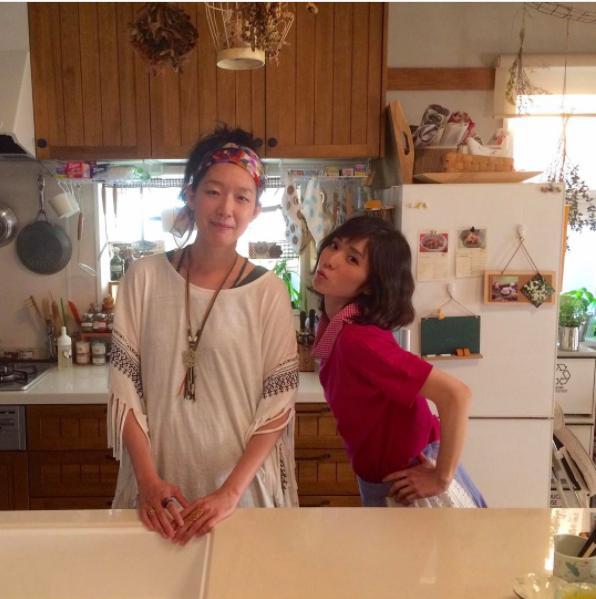 江口のりこと松岡茉優(画像は『【公式】ウチの夫は仕事ができない 2017年6月26日付Instagram「司の妻さやか&姉みどり」』のスクリーンショット)