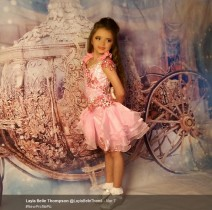 【海外発!Breaking News】2歳でマスカラ! 「有名になりたい」7歳娘に生活保護手当をつぎ込む母(英)<動画あり>