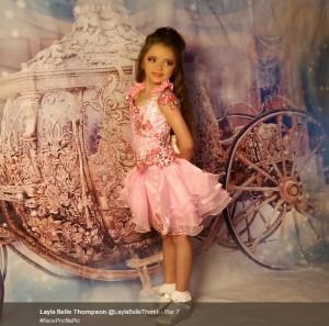 【海外発!Breaking News】2歳でマスカラ! 「有名になりたい」7歳娘に生活保護手当をつぎ込む母(英)