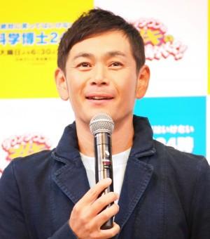 【エンタがビタミン♪】ココリコ遠藤、息子をおんぶしてアウトレットでお買い物