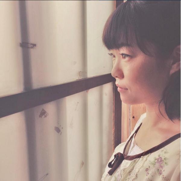 松岡茉優が撮ったイモトアヤコ(画像は『【公式】ウチの夫は仕事ができない 2017年7月21日付Instagram「第1回アヤコをプロデュース」』のスクリーンショット)
