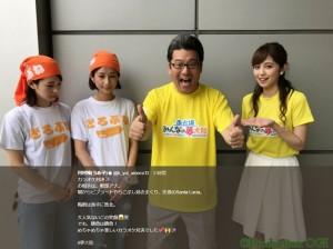 勝ち誇ったような軽部アナ(画像は『河村唯(うめ子) 2017年8月28日付Twitter「カラオケ対決 お相手は、軽部アナ。」』のスクリーンショット)
