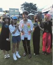 【エンタがビタミン♪】ゆず・北川悠仁&SCANDAL 夏フェスの記念写真に「最高の組み合わせ」