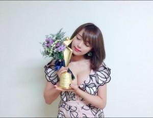 """篠崎愛""""日本代表 Model Star Award""""を受賞(画像は『篠崎愛 2017年6月24日付Instagram「またまた賞頂きました」』のスクリーンショット)"""