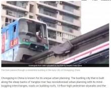 【海外発!Breaking News】ココならではのアクシデント! 高層マンションを突き抜ける重慶市のモノレール