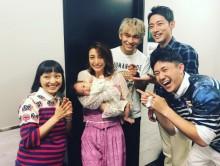 【エンタがビタミン♪】木下優樹菜「どーしても抱っこしたくて」 森渉・金田朋子夫妻の長女に優しいママの顔