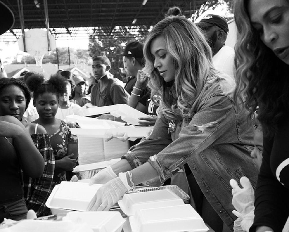 ボランティアに精を出したビヨンセ(画像は『Beyoncé 2017年9月10日付Instagram』のスクリーンショット)