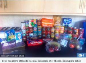 【海外発!Breaking News】買ったばかりの食料を盗まれた高齢者に近隣住民ら寄付(英)<動画あり>